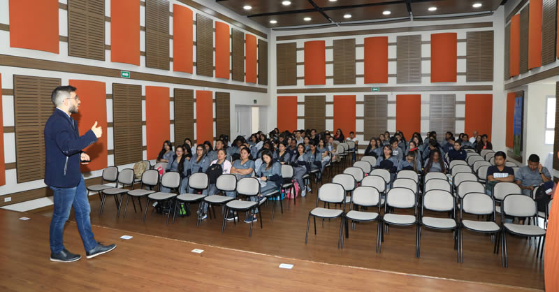 DOCENTE ESPAÑOL REALIZA NUEVA METODOLOGÍA PARA LA DOCENCIA EN U. MARIANA