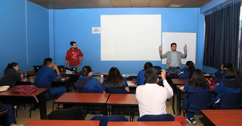 ESTUDIANTES DE ENFERMERÍA SE PROYECTAN CON LA ROBÓTICA Y LA ELECTRÓNICA