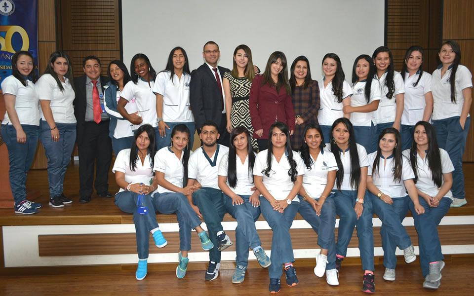 IMPOSICIÓN DE INSIGNIAS A 19 ESTUDIANTES DE TERAPIA OCUPACIONAL