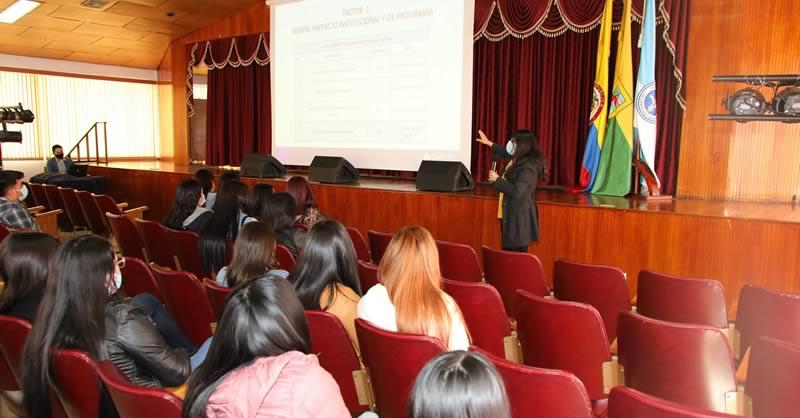 TRABAJO SOCIAL SE PREPARA PARA VISITA DE PARES ACADÉMICOS CON FINES DE REACREDITACIÓN EN ALTA CALIDAD
